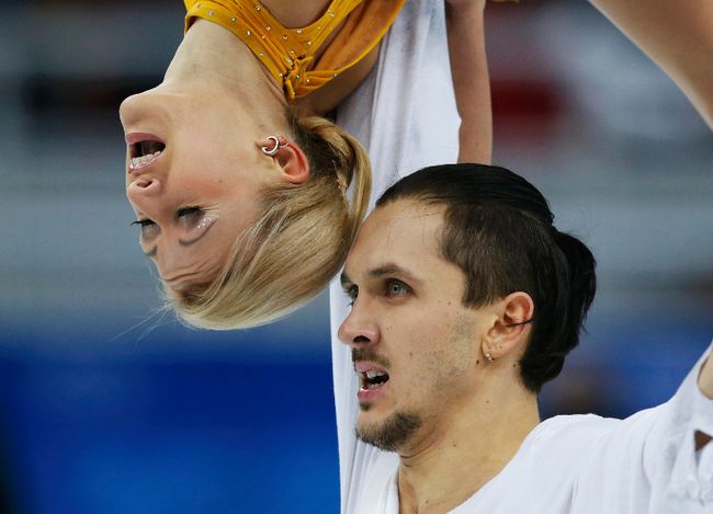 Russia's Tatiana Volosozhar and Maxim Trankov compete during the figure skating pairs free skating program at the Sochi 2014 Winter Olympics, Feb. 12, 2014. (ALEXANDER DEMIANCHUK/Reuters)