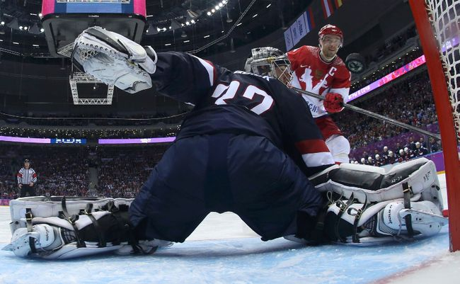 Russia's Pavel Datsyuk scores against Team USA's goalie Jonathan Quick during their men's preliminary round hockey game at the 2014 Sochi Winter Olympic Games, Feb. 15, 2014. (BRUCE BENNETT/Reuters/Pool)