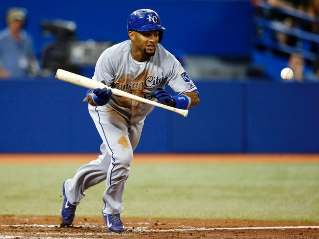 Kansas City Royals Emilio Bonifacio bunts against the Toronto Blue Jays during the eighth inning of their MLB American League baseball game in Toronto, August 30, 2013. (REUTERS/Mark Blinch)
