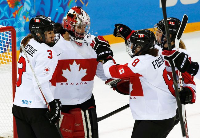 Canada's goalie Shannon Szabados is congratulated by teammates after defeating Switzerland in their women's hockey semifinal game at the Sochi 2014 Winter Olympic Games, Feb. 17, 2014. (GRIGORY DUKOR/Reuters)
