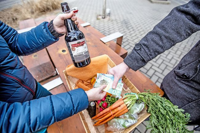 Organizers of community markets around B.C. are meeting this weekend to discuss how to mix sales of traditional fare with alcohol, following Victoria's liquor law reforms. (CARMINE MARINELLI/24 HOURS)