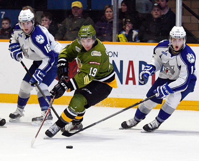 <p>GORD YOUNG/The Nugget/QMI Agency</p><p>North Bay Battalion forward Zach Bratina, centre, beats Sudbury Wolves forwards Jacob Harris, left, and Nathan Cull to the puck Sunday at Memorial Gardens during the Battalion's 4-1 win.