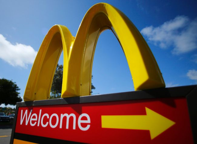 A McDonald's restaurant sign is seen at a McDonald's restaurant in Del Mar, California in this file photo from April 16, 2013.   REUTERS/Mike Blake/Files