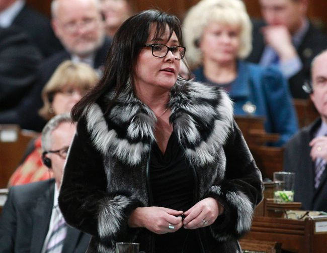 Environment Minister Leona Aglukkaq speaks during Question Period on Parliament Hill in Ottawa January 30, 2014.     REUTERS/Blair Gable