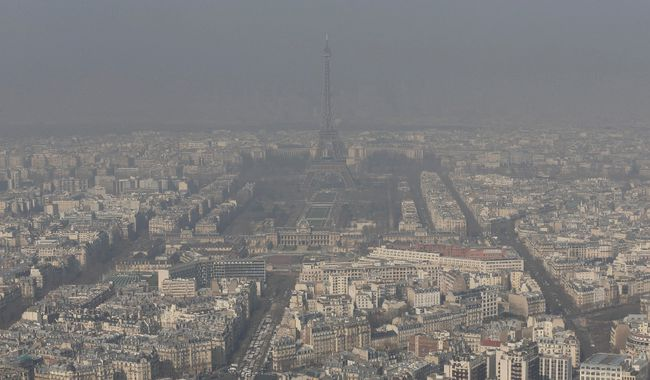 A general view shows the Eiffel tower and the Paris skyline through a small-particle haze March 13, 2014 as warm and sunny weather continues in France.   REUTERS/Philippe Wojazer