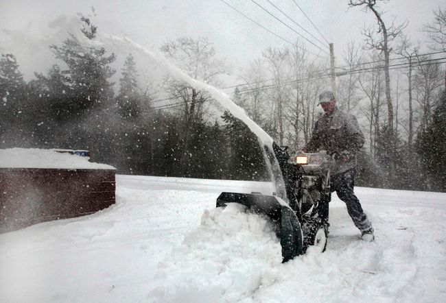 Doug Cook clears his driveway during a major snow storm in Enfield, N.S., on March 26, 2014. (REUTERS/Darren Pittman)
