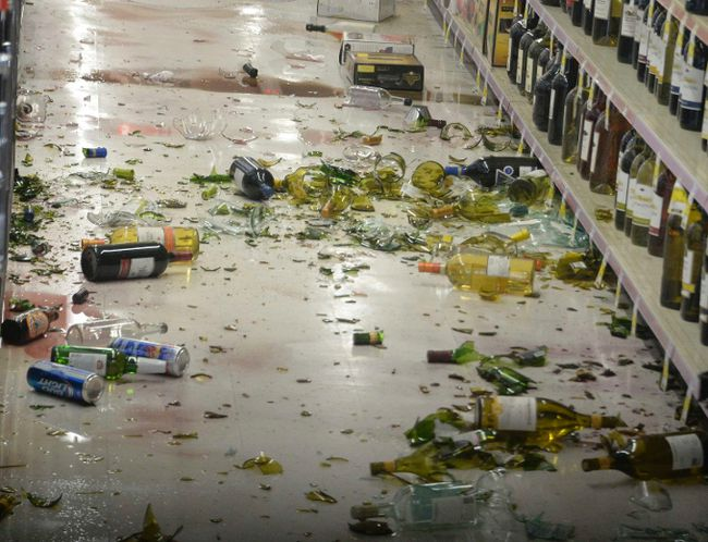 Broken bottles are seen on the floor after falling off the shelves at a CVS pharmacy, following a magnitude 5.1 earthquake in Fullerton, California March 29, 2014. The quake struck suburban Los Angeles on Friday evening, rattling a wide swath of Southern California, rupturing water mains in nearby Fullerton, and prompting Disneyland to shut down rides. There were no reports of injury or substantial structural damage from the quake, which was centered outside the city of La Habra, about 20 miles (32 km) east of downtown Los Angeles, according to the U.S. Geological Survey. REUTERS/Gene Blevins