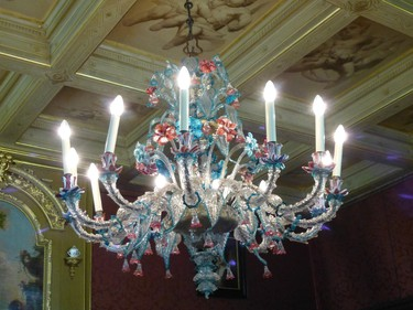 A Murano glass chandelier at Keukenhof Castle near Lisse. Dutch nobles and wealthy merchants used to spend their summers on estates like these. ROBIN ROBINSON/TORONTO S UN