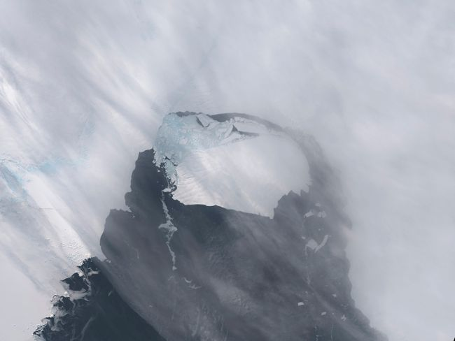 The B-31 Iceberg is seen after separating from a rift in Antarctica's Pine Island Glacier in this NASA Earth Observatory handout image acquired on November 13, 2013. (REUTERS/NASA Earth Observatory/Holli Riebeek/Handout via Reuters)
