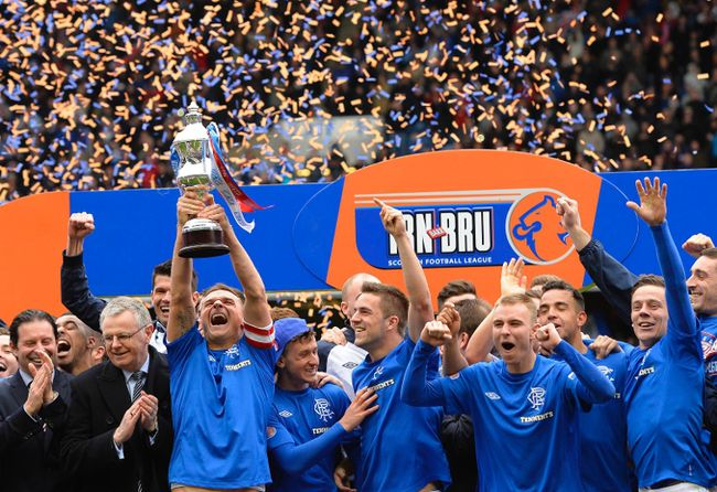 Glasgow Rangers captain Lee McCulloch lifts the league trophy after beating Berwick Rangers in their Scottish Third Division match at Ibrox Stadium in Glasgow May 4, 2013. (REUTERS/Russell Cheyne)