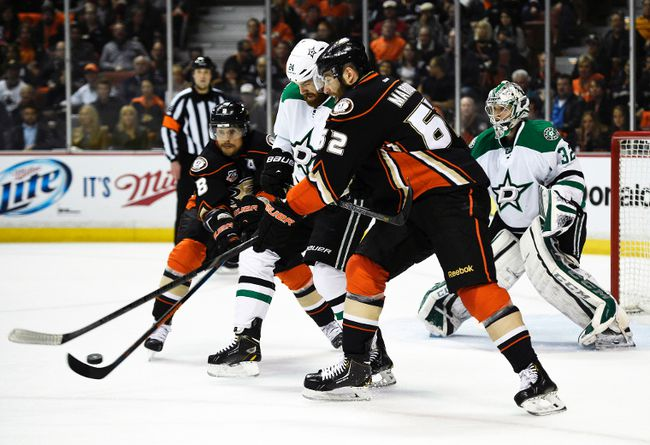 Dallas Stars defenceman Jordie Benn and Anaheim Ducks right wing Teemu Selanne (left) and left wing Pat Maroon battle for the puck during Game 5 of their Western Conference quarterfinal series at the Honda Center in Anaheim, April 25, 2014. (KELVIN KUO/USA Today)