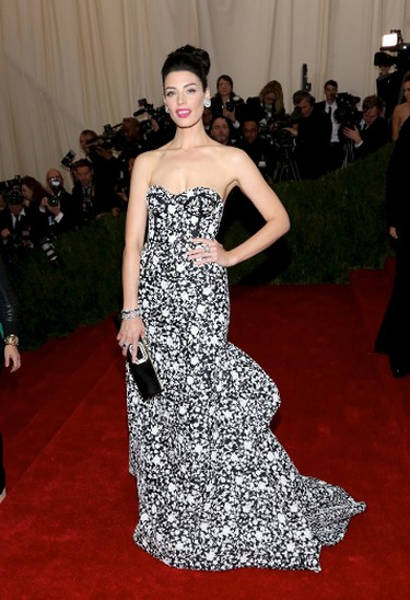 "Jessica Pare's Michael Kors strapless white-and-black dress showed off her beautiful figure and shoulders, but the pattern might have been a bit too busy.  (Andres Otero/WENN.com)   PDRTJS_settings_7613718 = { ""id"" : ""7613718"", ""unique_id"" : ""default"", ""title"" : """", ""permalink"" : """" };"