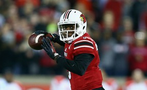 Teddy Bridgewater of the Louisville Cardinals throws a pass during the game against the Houston Cougars at Papa John's Cardinal Stadium on November 16, 2013. (Andy Lyons/Getty Images/AFP)