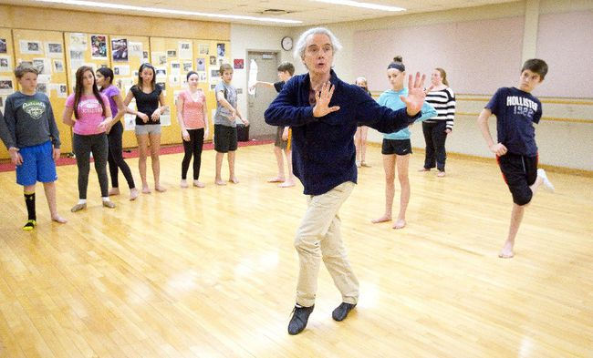 World renowned choreographer Robert Desrosiers works with a Grade 7 dance class at Lester B. Pearson School for the Arts in London Wednesday. Desrosiers is working on a new piece for a show in September. (CRAIG GLOVER, The London Free Press)