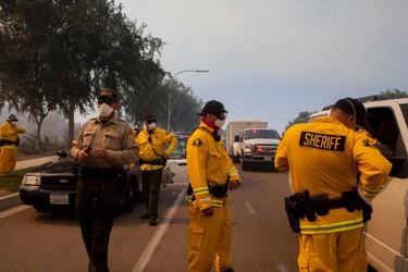 Sheriff's deputies working the Cocos Fire in San Marcos, California, gather for a briefing in Escondido, California, May 15,  2014.   REUTERS/Sam Hodgson