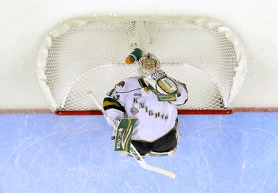 London Knights goaltender Anthony Stolarz stretches back over the top of his net before the opening face-off of their 2014 Memorial Cup round robin hockey game against the Edmonton Oil Kings at Budweiser Gardens in London, Ontario on Sunday May 18, 2014. CRAIG GLOVER The London Free Press / QMI AGENCY