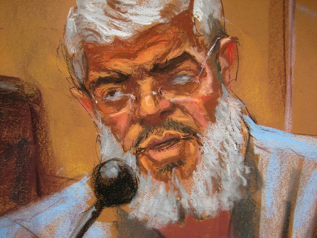 Abu Hamza al-Masri, the radical Islamist cleric facing U.S. terrorism charges, replies to questions from his defense lawyer Joshua Dratel (unseen) in Manhattan federal court in New York in this artist's sketch May 12, 2014. (REUTERS/Jane Rosenberg)