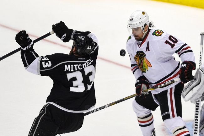 Chicago Blackhawks winger Patrick Sharp (10) watches the puck as Los Angeles Kings defenceman Willie Mitchell (33) skates around the goal during the third period in of Game 6. (USA Today Sports)