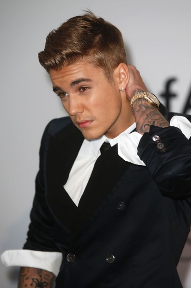Canadian pop singer Justin Bieber arrives for amfAR's Cinema Against AIDS 2014 event in Antibes during the 67th Cannes Film Festival May 22, 2014. REUTERS/Benoit Tessier