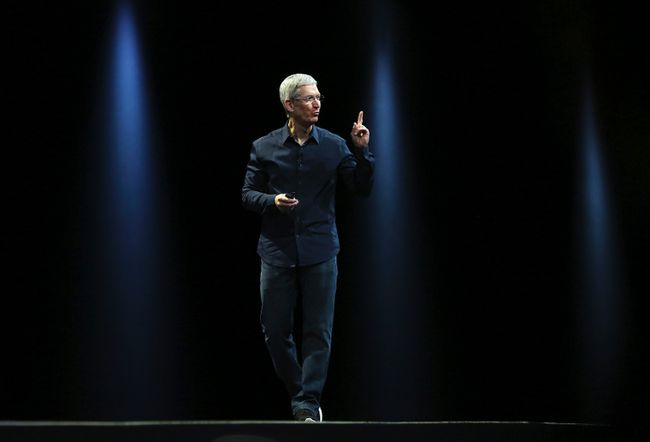 Apple CEO Tim Cook delivers his keynote address at the World Wide developers conference in San Francisco, June 2, 2014. REUTERS/Robert Galbraith