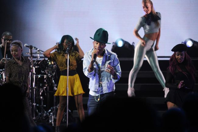 "Pharrell performs for the ""American Express Unstaged"" music series, directed by Spike Lee, live streamed from The Apollo Theater on June 3, 2014 in New York City. (Bryan Bedder/Getty Images for American Express/AFP)"