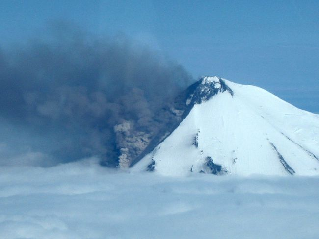Smoke pours from the erupting Pavlof Volcano on the Alaska Peninsula, 590 miles (950 kms) southwest of Anchorage, in this picture from the Alaska Department of Fish and Game taken May 30, 2014. (REUTERS/Paul Horn/Alaska Department of Fish and Game/Handout via Reuters)
