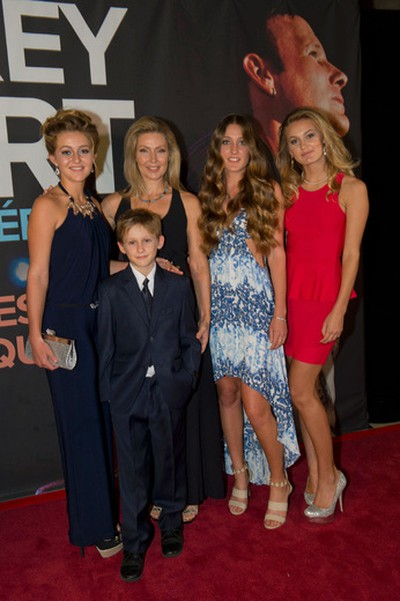 Julie Masse and her children during the Corey Hart show red carpet at the Bell Centre in Montreal, Quebec, Canada, Tuesday, June 3, 2014.(FREDERIC AUCLAIR/TVA PUBLICATIONS/QMI Agency)