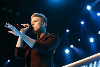 A capella group 'Pentatonix' lead singer Scott Hoying performs at the Walmart U.S. associates meeting in Fayetteville, Arkansas June 4, 2014. The meeting was part of Walmart's annual shareholder meeting. (REUTERS/Rick Wilking)