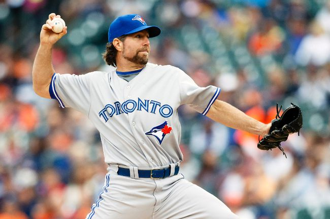 Toronto Blue Jays starting pitcher R.A. Dickey throws against the Detroit Tigers at Comerica Park in Detroit, June 4, 2014. (RICK OSENTOSKI/USA Today)