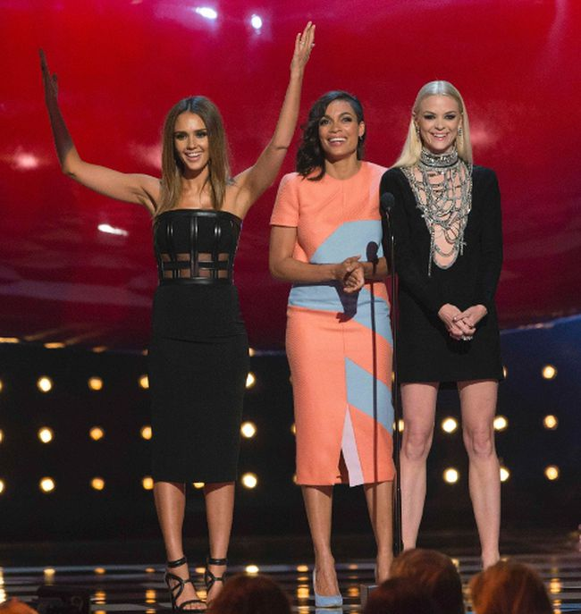 "Actresses Jessica Alba (L), Rosario Dawson (C) and Jaime King speak on stage at the eighth annual Spike TV's ""Guys Choice"" awards in Culver City, California June 7, 2014. REUTERS/Mario Anzuoni"