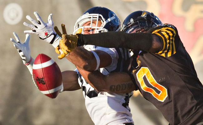 Argos and Ticats do battle in a game last season. (Reuters/Files)