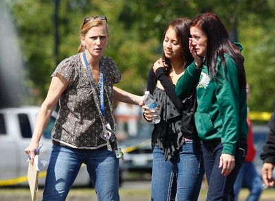 Parents and students are reunited after a shooting at Reynolds High School in Troutdale, Oregon June 10,  2014.  REUTERS/Steve Dipaola