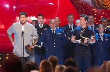 """Former U.S. Navy Seal Marcus Luttrell (L) and actor Mark Wahlberg accept the Troops Choice award at the eighth annual Spike TV's """"Guys Choice"""" awards in Culver City, California June 7, 2014. REUTERS/Mario Anzuoni"""