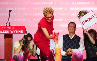 Ontario Liberal Party leader Kathleen Wynne thanks supporters at her election party headquarters in Toronto, June 12, 2014. The Liberals won a majority government.    REUTERS/Mark Blinch (CANADA  - Tags: POLITICS ELECTIONS)