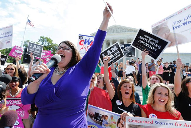 Kristan Hawkins of Students for Life leads anti-abortion demonstrators as they cheer after the ruling for Hobby Lobby was announced outside the U.S. Supreme Court in Washington June 30, 2014.  REUTERS/Jonathan Ernst