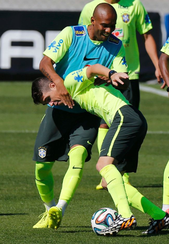 Brazil's Oscar and Maicon (in blue) fight for the ball during a training session in Teresopolis, near Rio de Janeiro, on Wednesday, July 2, 2014. (Marcelo Regua/Reuters)
