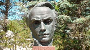 A bust of Taras Shevchenko by Leo Mol. (Winnipeg Sun files)