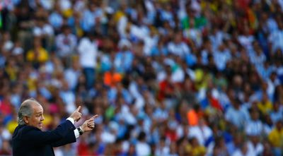 Argentina's coach Alejandro Sabella gestures during his team's 2014 World Cup final against Germany at the Maracana stadium in Rio de Janeiro July 13, 2014. (REUTERS/Kai Pfaffenbach)