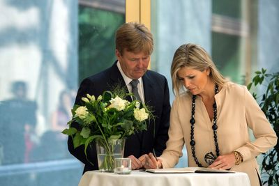 King Willem-Alexander and Queen Maxima of the Netherlands sign a condolence book for victims of the Malaysia Airlines Flight MH17 at The Hague July 18, 2014. World leaders called for a rapid investigation into the shooting down of the Malaysian Boeing 777 airliner over eastern Ukraine and justice for nearly 300 deaths that could mark a pivotal moment in deteriorating relations between Russia and the West.     REUTERS/Cris Toala Olivares