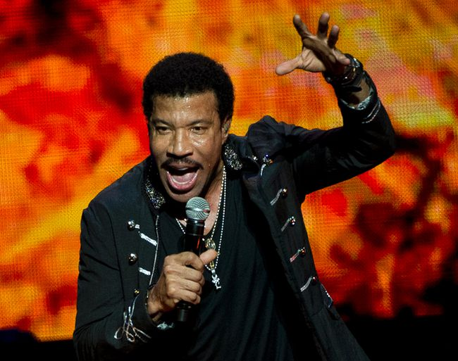 Lionel Richie had them singing all night long at the Budweiser Gardens Thursday night and earlier this week in Toronto and Montreal. (PIERRE-PAUL POULIN/QMI Agency)