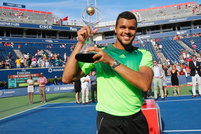 Jo-Wilfred Tsonga (FRA) defeated Roger Federer (SUI) in straight sets Sunday afternoon to win the Rogers Cup in Toronto, Ont. (Stan Behal/Toronto Sun/QMI Agency)