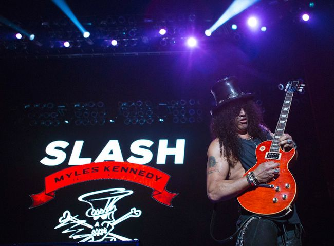 Slash in concert. (REUTERS)