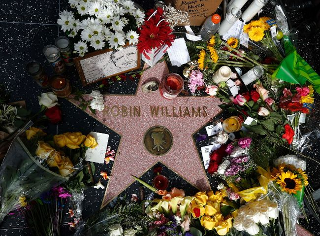 Flowers are seen on the late Robin Williams' star on the Hollywood Walk of Fame in Los Angeles, California August 12, 2014. REUTERS/Lucy Nicholson