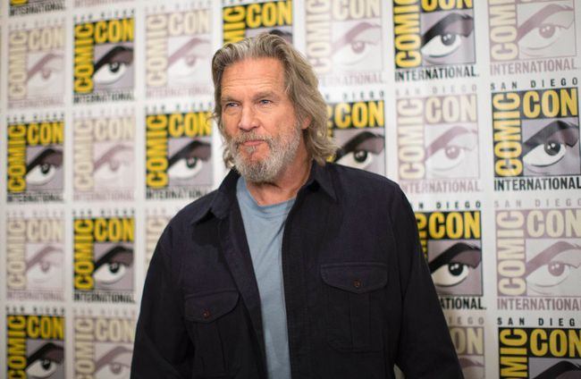 "Jeff Bridges poses at a press line for the movie ""The Giver"" during the 2014 Comic-Con International Convention in San Diego, July 24, 2014.  REUTERS/Mario Anzuoni"