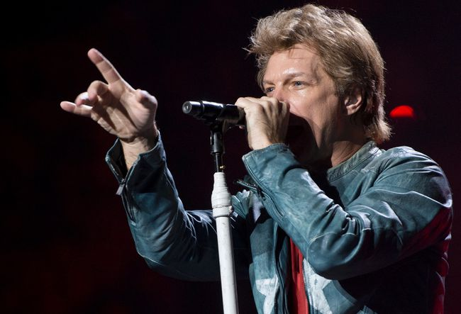 Jon Bon Jovi is in pursuit of the Buffalo Bills. (QMI Agency)