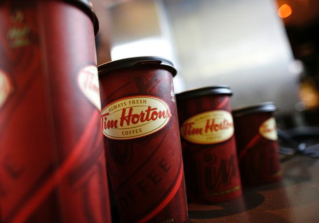 A row of Tim Hortons coffee cups are lined up for customers at Penn Station in New York in this July 13, 2009 file photo. (REUTERS/Brendan McDermid/Files)