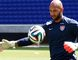 Goalkeeper Tim Howard of the U.S. men's national soccer team practices during a team training session in Harrison, New Jersey, May 30, 2014. (REUTERS/Mike Segar)