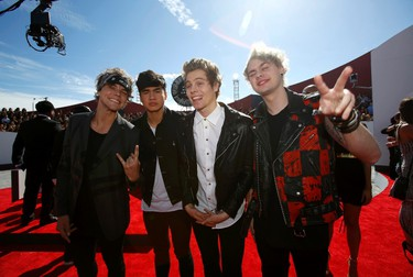 Musicians Ashton Irwin, Calum Hood, Luke Hemmings and Michael Clifford of 5 Seconds of Summer arrive at the 2014 MTV Music Video Awards in Inglewood, California August 24, 2014.   REUTERS/Mario Anzuoni (UNITED STATES  - Tags: ENTERTAINMENT)  (MTV-ARRIVALS)