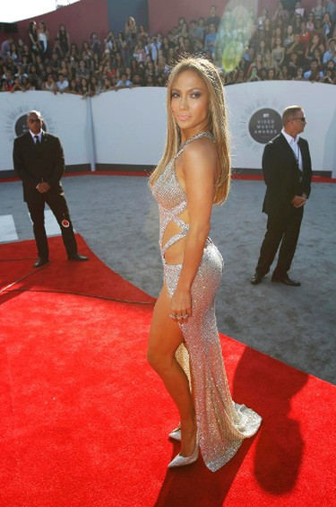 Jennifer Lopez arrives at the 2014 MTV Video Music Awards in Inglewood, California August 24, 2014.  REUTERS/Mario Anzuoni (UNITED STATES - Tags: ENTERTAINMENT)