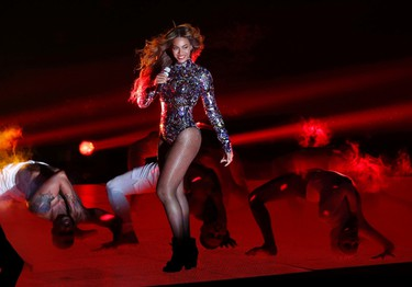 Beyonce performs a medley of songs during the 2014 MTV Video Music Awards in Inglewood, California August 24, 2014.    REUTERS/Mario Anzuoni (UNITED STATES  - Tags: ENTERTAINMENT TPX IMAGES OF THE DAY)    (MTV-SHOW)